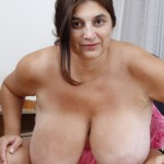 38I huge boobs Delilah MILF swinging soft tits