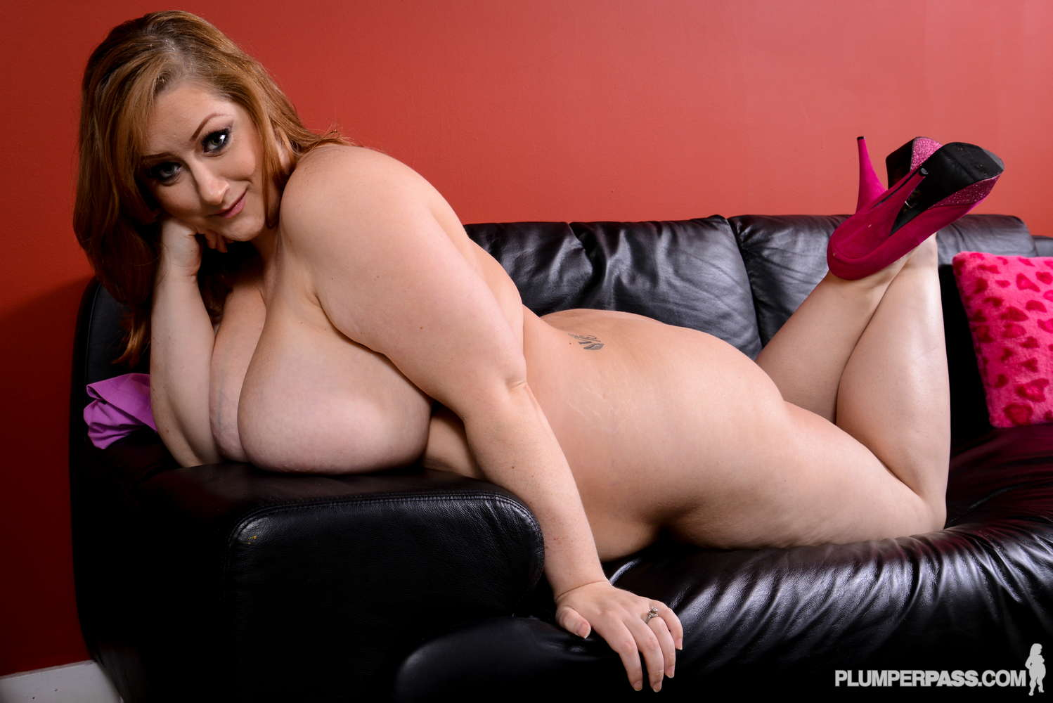 Reyna Mae on PlumperPass.com