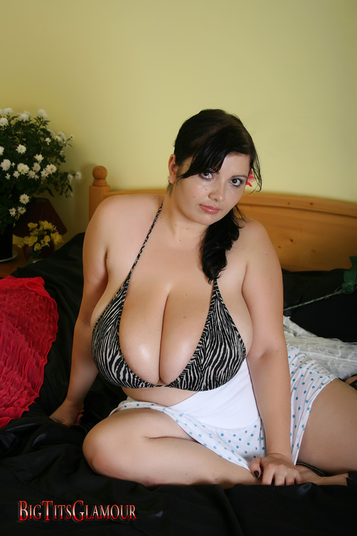 Slut small tit