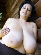 Bianca Bloom 38K from DivineBreasts.com