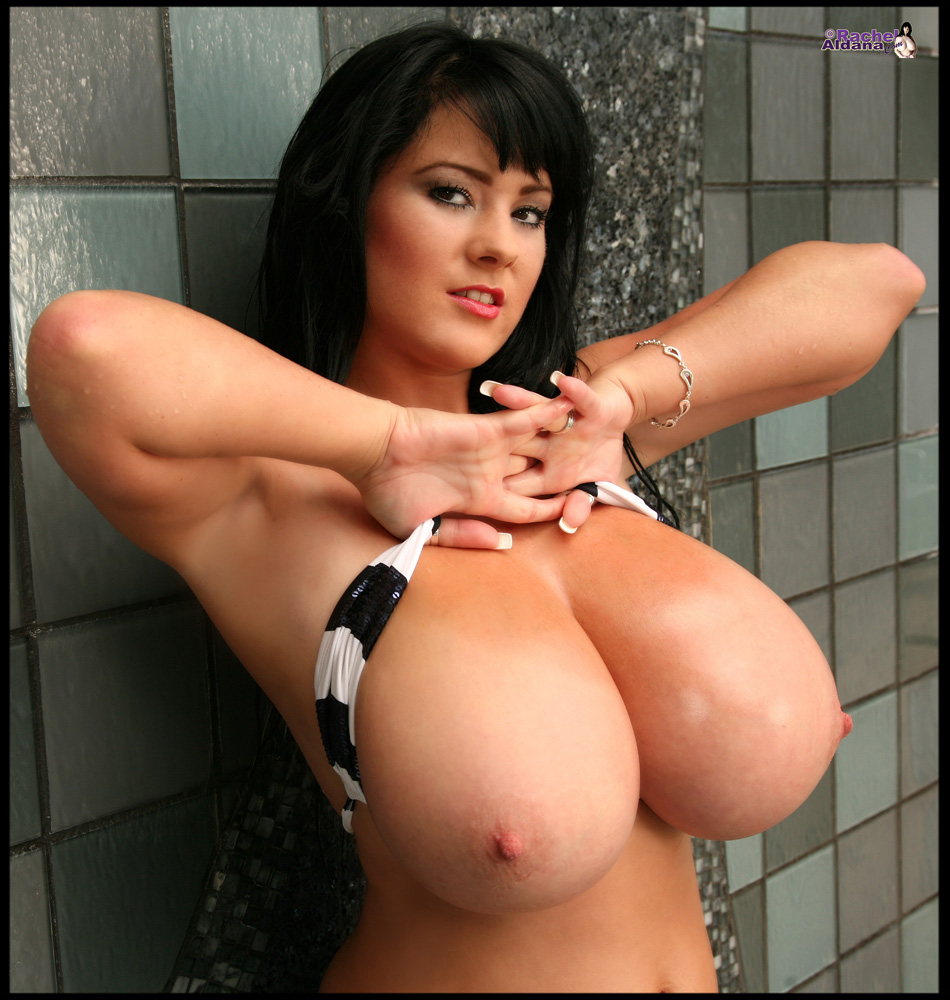 32L L-cup breasts big boobs bikini tits pics at RachelAldana.com