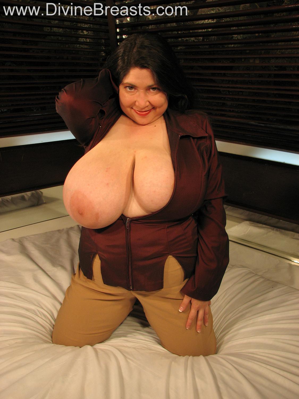Blackpearl big tits pics