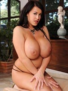 Leanne Crow showing her big boobs at DDFbusty.com