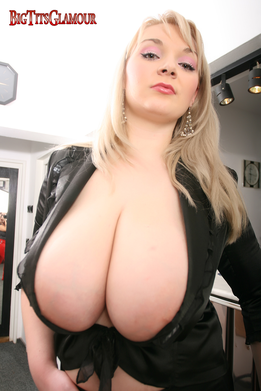 cut low Big blouse boobs