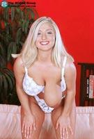 Kellie Garnett 34G of Scoreland.com
