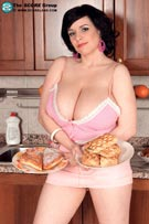 Laurella brings perfect breasts plus pastries to Scoreland.com