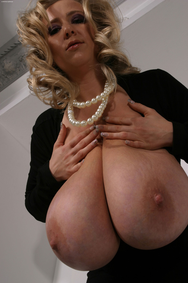 Nelli roono big boobs squished mommy got boobs