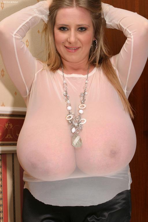 Mature mom sucking dick