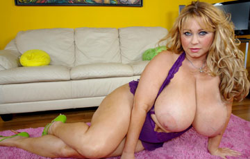 Samantha38g sexy boobs from the front with busty blonde BBW Samantha 38G at PlumperPass.com