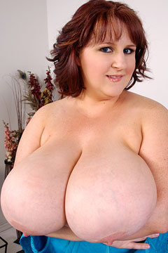 L-cup breasts on busty redhead BBW Sapphire at Plumper Pass - PlumperPass.com
