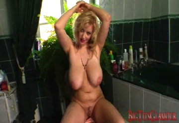The Talented Tits of Sophie Mei in Breasts Swinging Boobs Dancing Videos from Big Tits Glamour - BigTitsGlamour.com