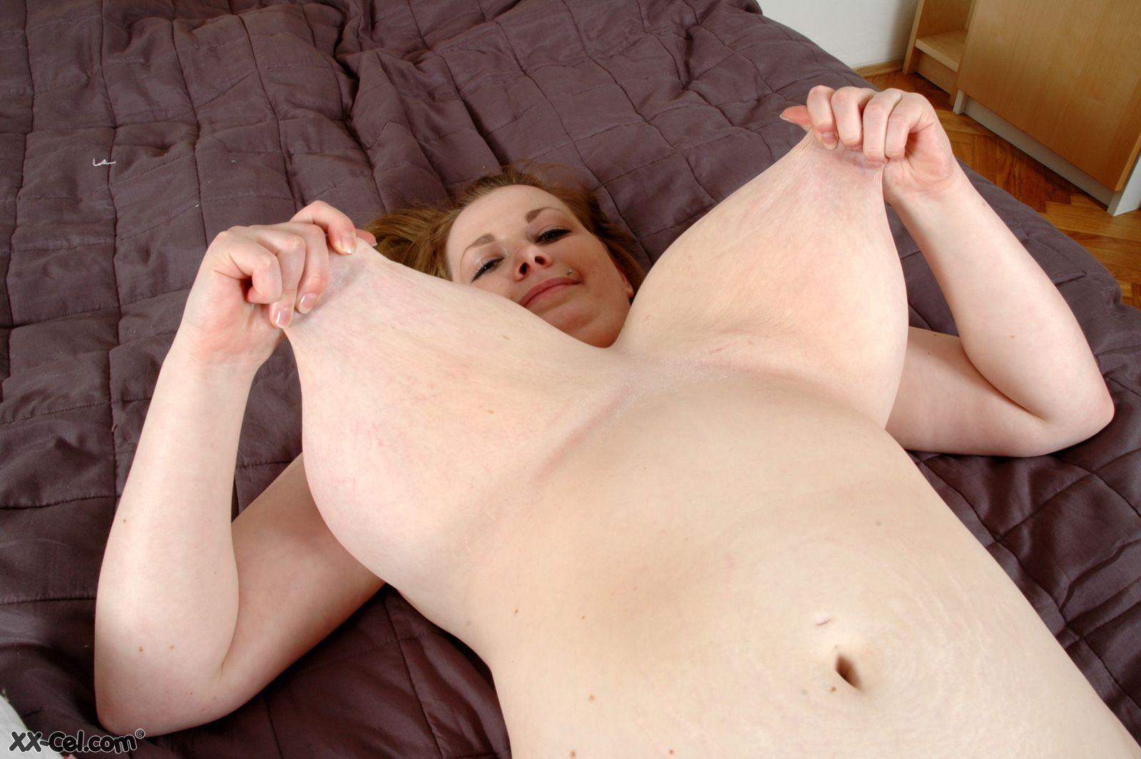 Big bouncing boob dancing